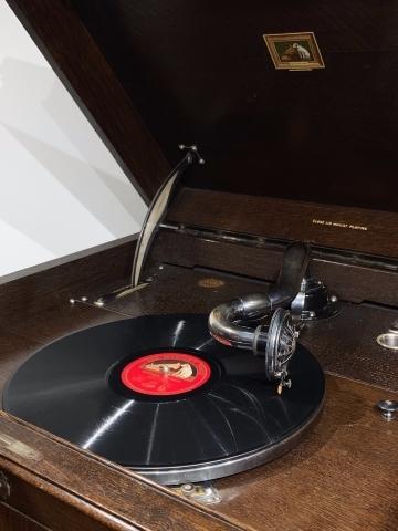 大型フロア蓄音機HMV193が入荷しました_a0047010_16301465.jpg