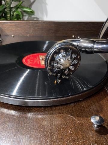 大型フロア蓄音機HMV193が入荷しました_a0047010_16303060.jpg