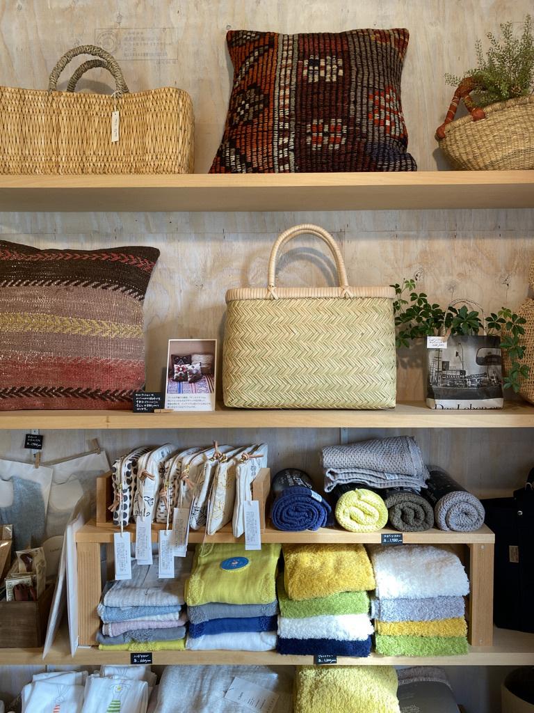 篠竹の買い物かごとラオスのかご_c0334574_19502167.jpeg