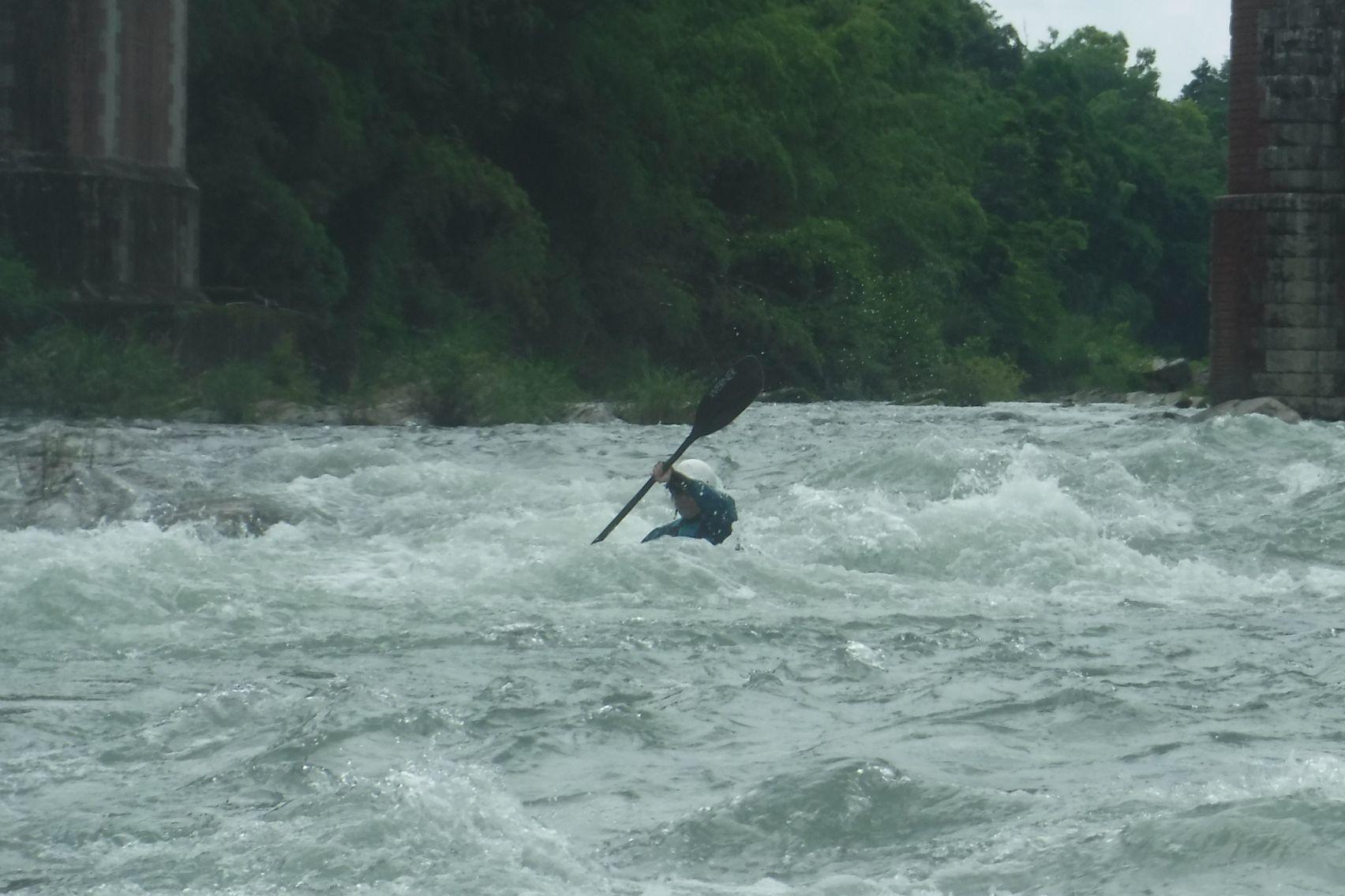 波の中で漕がない、真っ直ぐにならない_b0225495_23354374.jpg