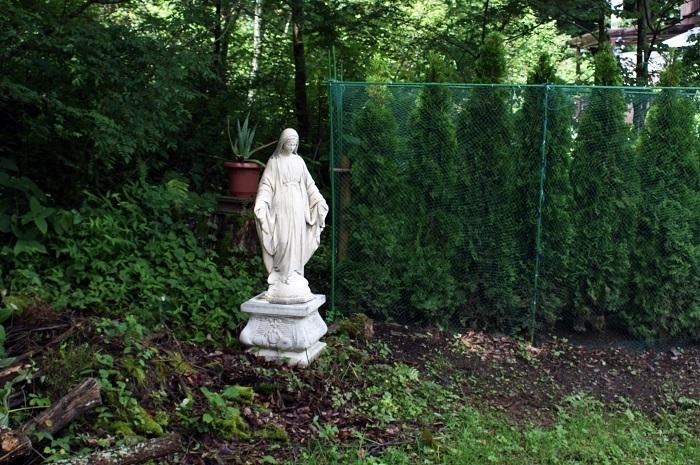 庭に彫刻を置いてみました_d0153860_07115439.jpg