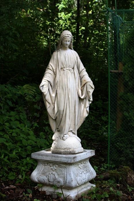 庭に彫刻を置いてみました_d0153860_07115770.jpg