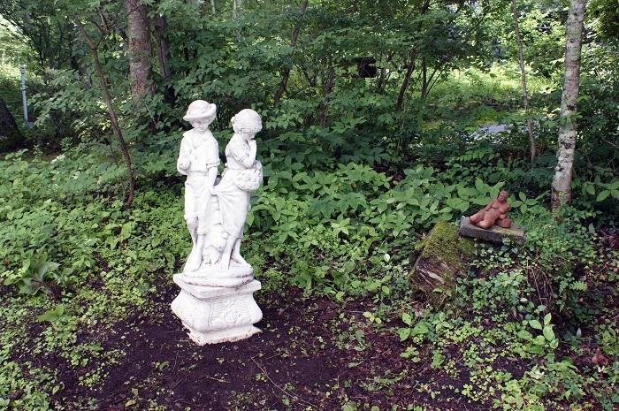 庭に彫刻を置いてみました_d0153860_07120330.jpg