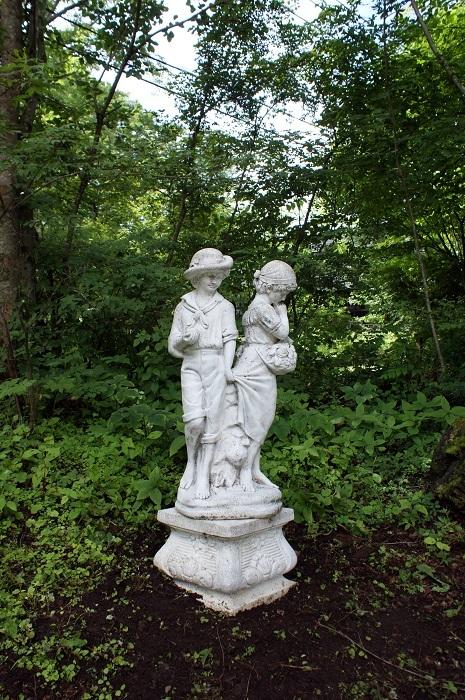 庭に彫刻を置いてみました_d0153860_07120635.jpg