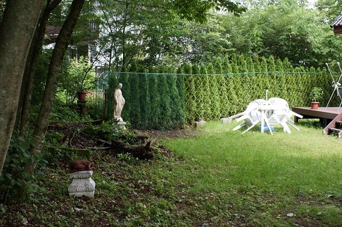 庭に彫刻を置いてみました_d0153860_07121485.jpg