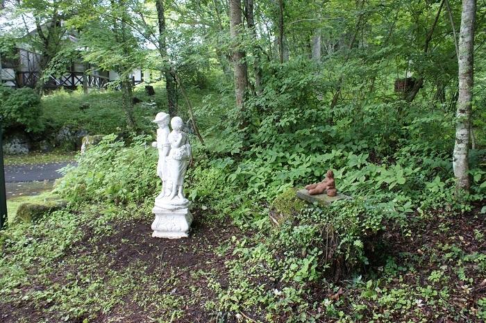 庭に彫刻を置いてみました_d0153860_07121852.jpg