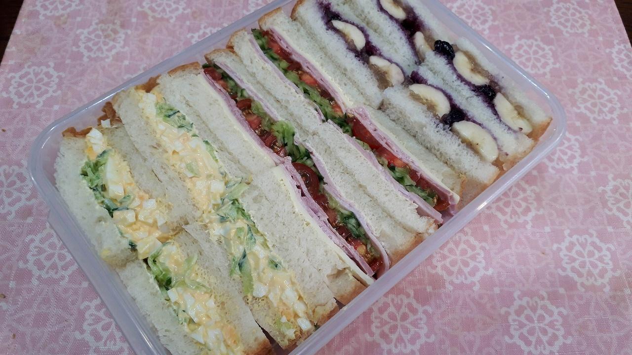 【食べ過ぎ注意なサンドイッチ】_d0149379_07492107.jpg