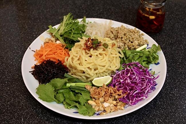 「ベトナム風和え麺」ヨヨナムさん風と、残ったグリーンカレーそぼろの行方_a0223786_16244374.jpg