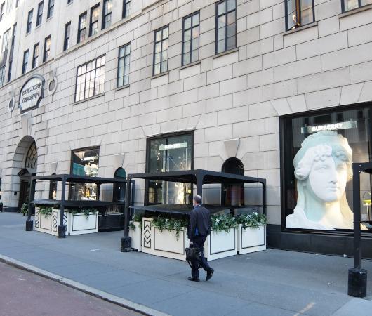 なぜ、NYの高級デパート、ブランド店は外装・内装にアートを取り入れるのか?_b0007805_19551595.jpg