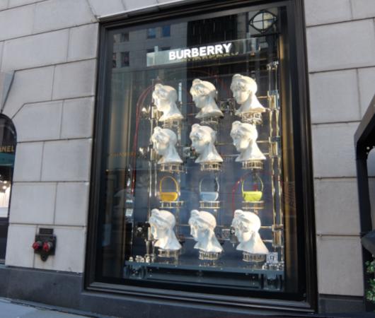 なぜ、NYの高級デパート、ブランド店は外装・内装にアートを取り入れるのか?_b0007805_19554860.jpg