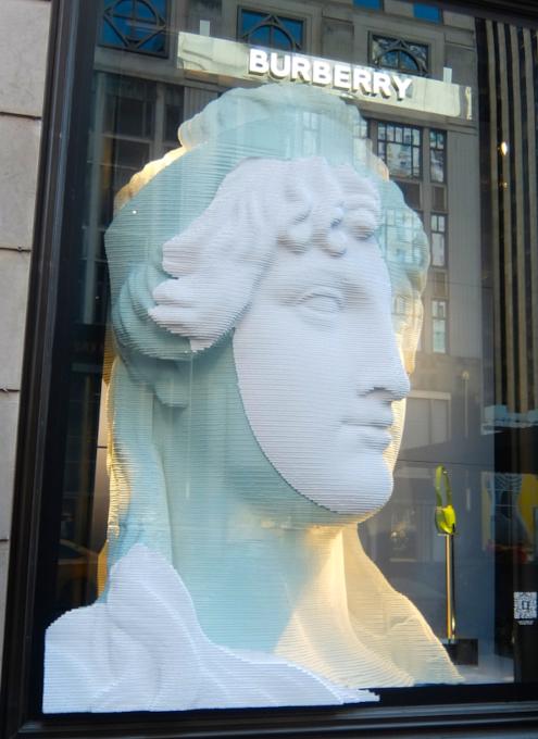 なぜ、NYの高級デパート、ブランド店は外装・内装にアートを取り入れるのか?_b0007805_19560337.jpg