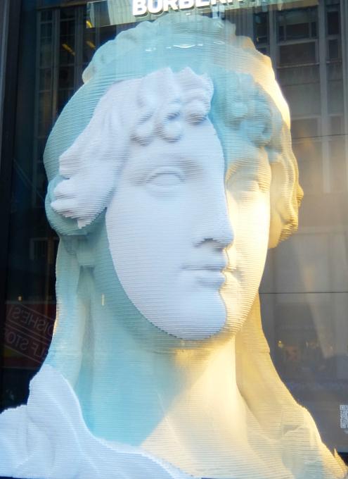 なぜ、NYの高級デパート、ブランド店は外装・内装にアートを取り入れるのか?_b0007805_19561230.jpg