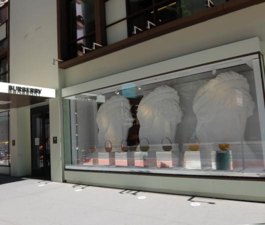 なぜ、NYの高級デパート、ブランド店は外装・内装にアートを取り入れるのか?_b0007805_20034785.jpg