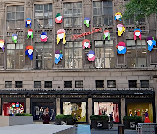 なぜ、NYの高級デパート、ブランド店は外装・内装にアートを取り入れるのか?_b0007805_20052035.jpg