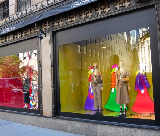 なぜ、NYの高級デパート、ブランド店は外装・内装にアートを取り入れるのか?_b0007805_20054318.jpg