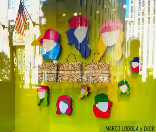なぜ、NYの高級デパート、ブランド店は外装・内装にアートを取り入れるのか?_b0007805_20055176.jpg