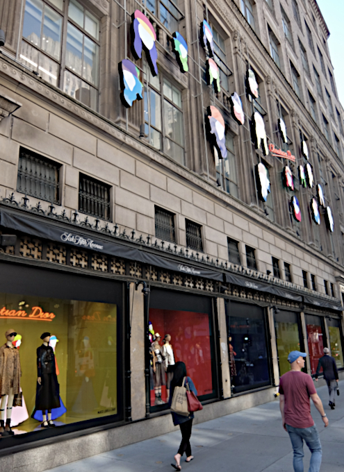 なぜ、NYの高級デパート、ブランド店は外装・内装にアートを取り入れるのか?_b0007805_20060060.jpg