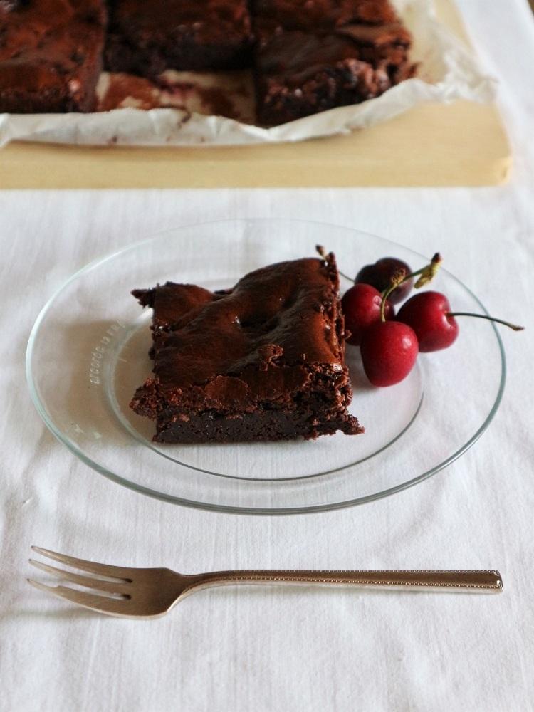 今年はチェリーで焼き菓子ふたつ:ブラウニー&クラフティ_d0159066_16064123.jpg