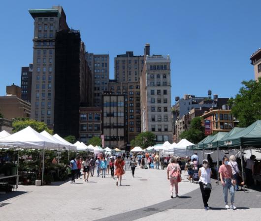 夏のNY、ユニオン・スクエアの青空市場の風景_b0007805_22375294.jpg