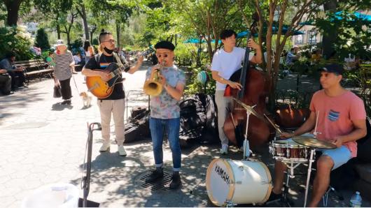 NYのユニオン・スクエアで見かけたジャズ・バンドの方々_b0007805_22501052.jpg