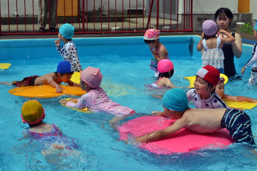 プール遊び自由参観日、第二幼稚園_d0353789_13423642.jpg