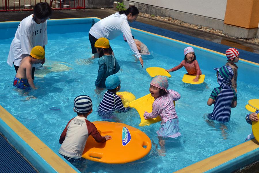 プール遊び自由参観日、第二幼稚園_d0353789_13425429.jpg