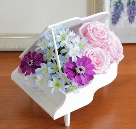 ピンクのバラでミニピアノ_e0118654_11035617.jpg