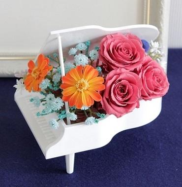 ピンクのバラでミニピアノ_e0118654_11060971.jpg