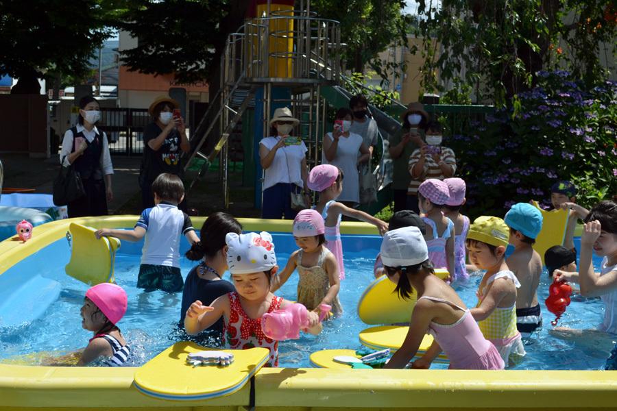 プール遊び自由参観日、第一幼稚園_d0353789_15552451.jpg