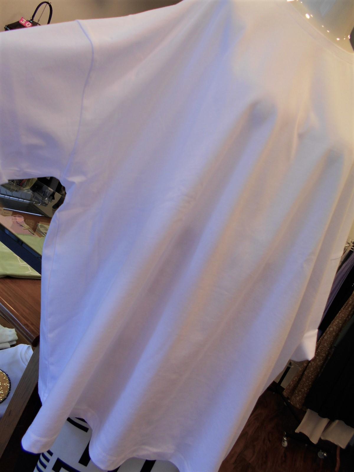オーバーサイズのTシャツを着てみる・・・・☆_c0113499_16054721.jpg