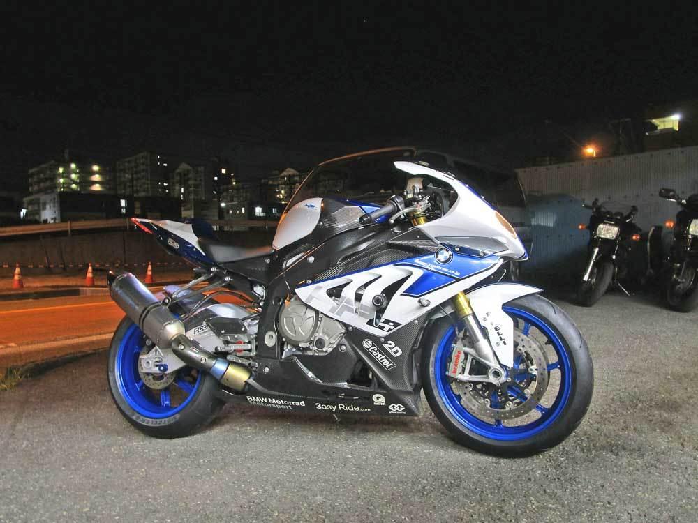 2日連続のサーキット遊びに備えてS井さん号 BMW HP4のタイヤ交換・・・(*^_^*)_c0086965_02184500.jpg