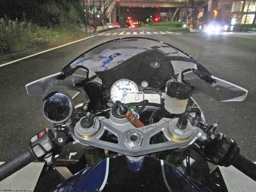 2日連続のサーキット遊びに備えてS井さん号 BMW HP4のタイヤ交換・・・(*^_^*)_c0086965_02265370.jpg