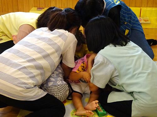 地震の避難訓練をしました。_e0108263_17073604.jpg