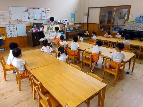 地震の避難訓練をしました。_e0108263_17120790.jpg