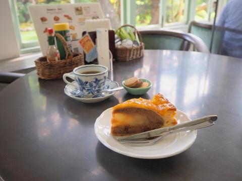 ピーターパン洋菓子店(弘前市)*アップルパイ70種類め_b0147224_00102375.jpg
