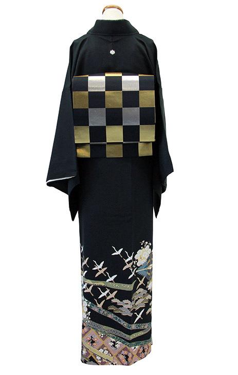 格上の黒留袖をおしゃれにモダンに_b0098077_16301472.jpg