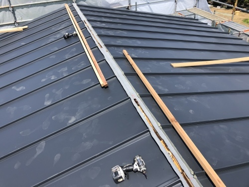 笛吹市 ダークグレーの屋根 其の三_b0242734_22434811.jpeg