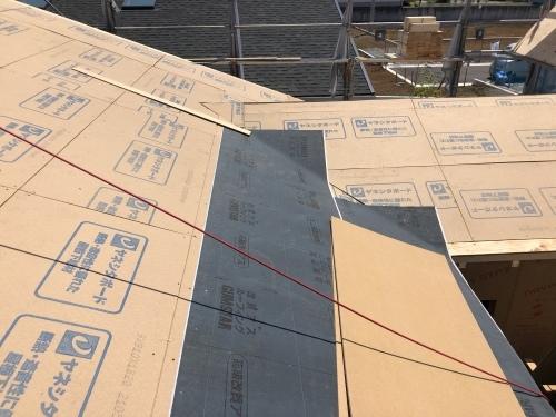 甲斐市 ダークグレーの屋根 其の一_b0242734_22590078.jpeg