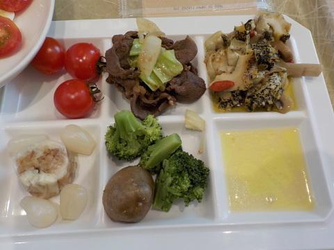 センチュリーロイヤルホテルのユーヨーテラスで朝食。_d0019916_14312159.jpg