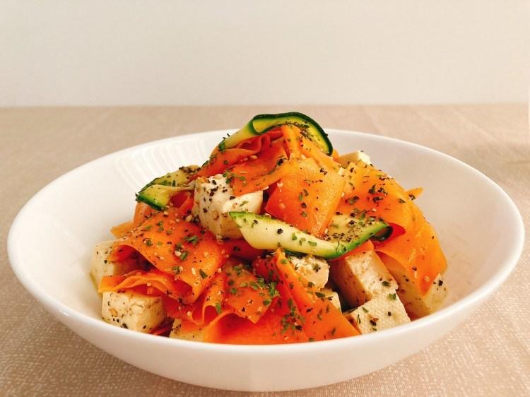 食卓がパッと華やぐヘルシーな副菜!カラフルリボンサラダの作り方_c0405952_10421602.jpg