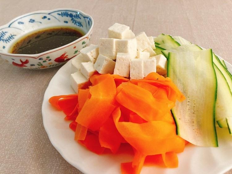 食卓がパッと華やぐヘルシーな副菜!カラフルリボンサラダの作り方_c0405952_10424618.jpg