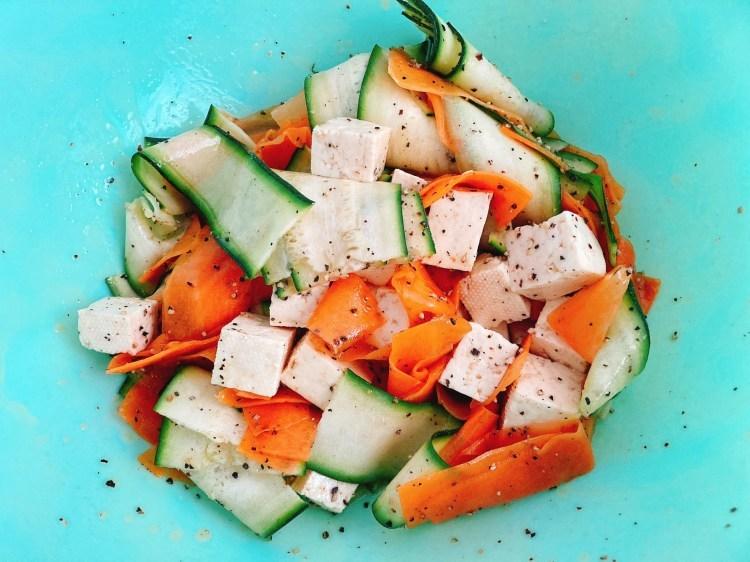 食卓がパッと華やぐヘルシーな副菜!カラフルリボンサラダの作り方_c0405952_10434477.jpg