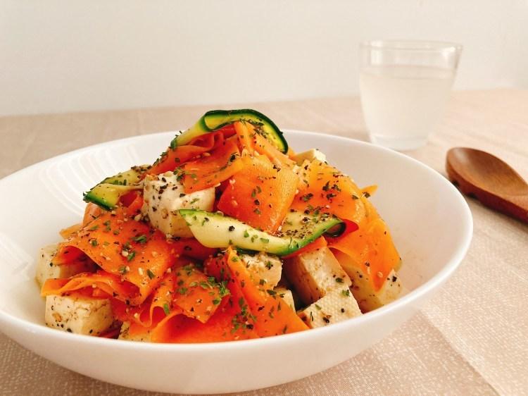 食卓がパッと華やぐヘルシーな副菜!カラフルリボンサラダの作り方_c0405952_10440546.jpg
