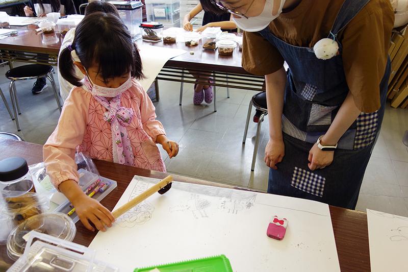 児童画クラス「カブトムシを描こう」_b0212226_11063833.jpg