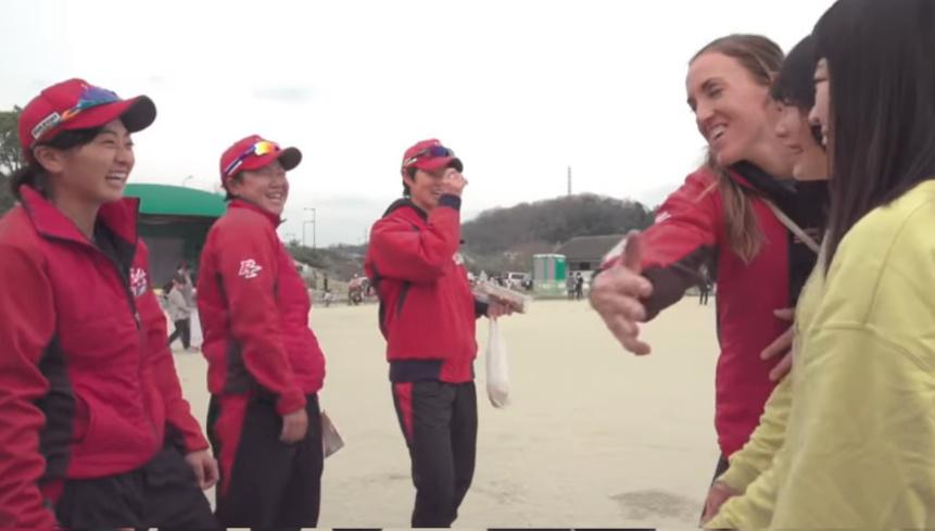 米ソフトボールのスター選手はどうやって日本リーグに居場所を見つけたのか?_b0007805_05295550.jpg