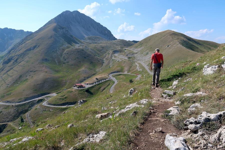 岩登り青い山並みのただ中にテルミニッロ山_f0234936_15514683.jpg