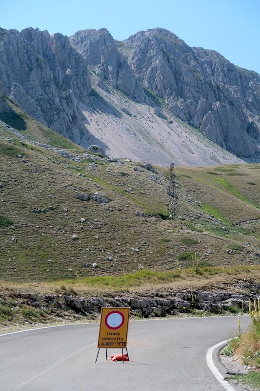 岩登り青い山並みのただ中にテルミニッロ山_f0234936_15583129.jpg