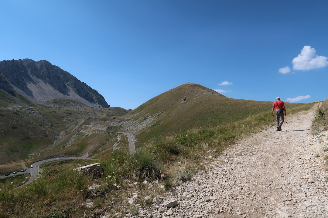 岩登り青い山並みのただ中にテルミニッロ山_f0234936_23382939.jpg