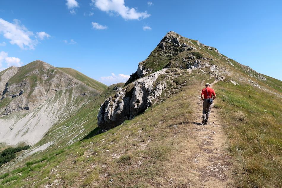 岩登り青い山並みのただ中にテルミニッロ山_f0234936_23515109.jpg