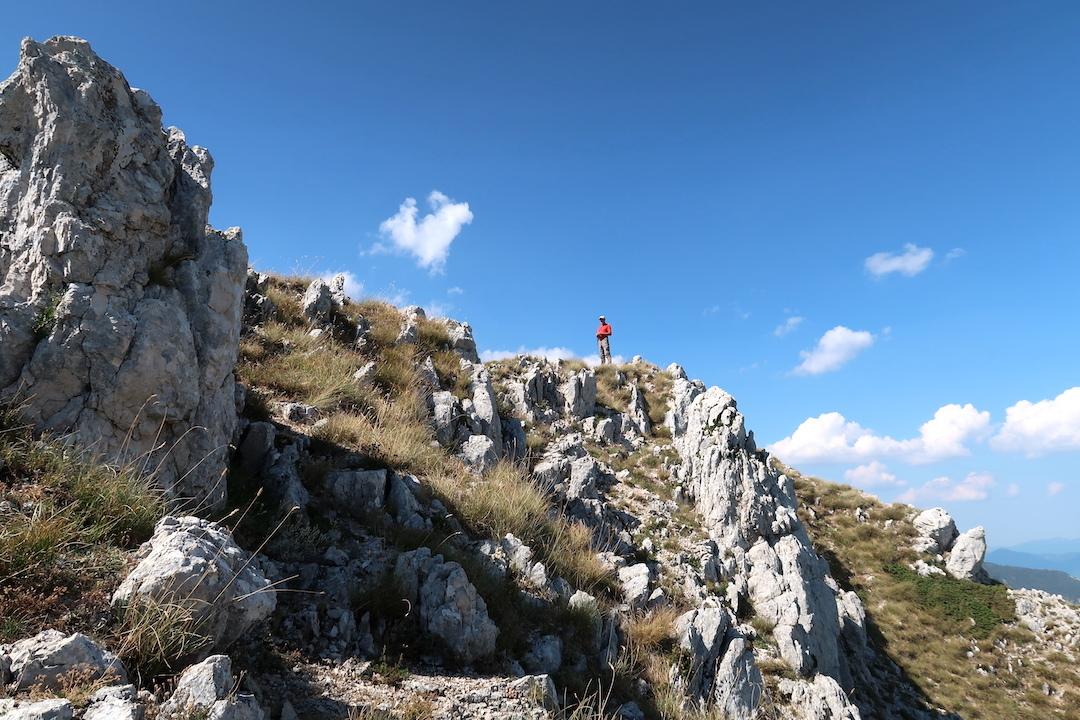 岩登り青い山並みのただ中にテルミニッロ山_f0234936_23560262.jpg